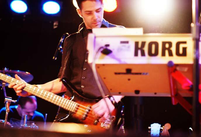 korg keyboard player, scott pilgrim concert hall