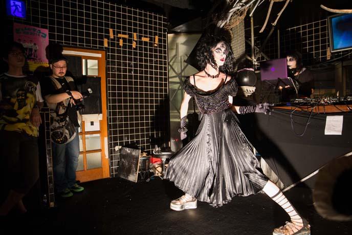 goth dancing