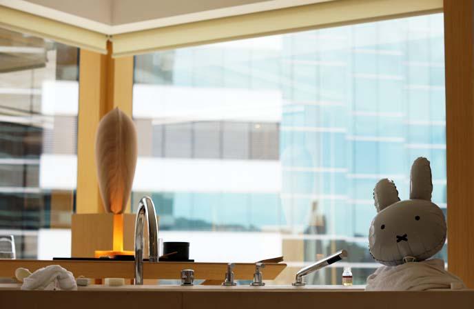 upper house hotel bathroom, tub