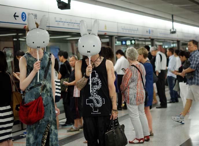 hong kong subway mtr doors