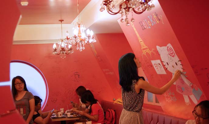 hello kitty theme cafe, seoul korea