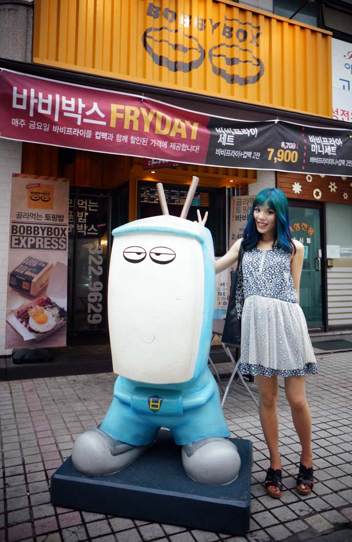cute in korea,  robot statue