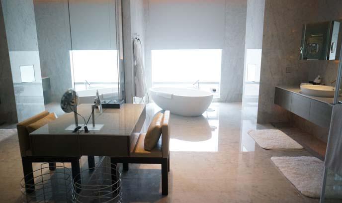 5 star taipei hotel downtown bathroom