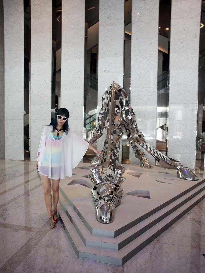 le meridien taipei giraffe sculpture
