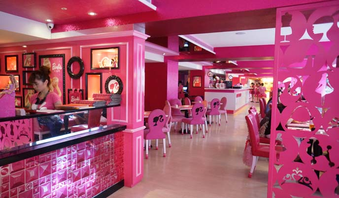 barbie pink house, chairs