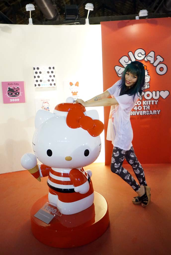 1990s hello kitty statue