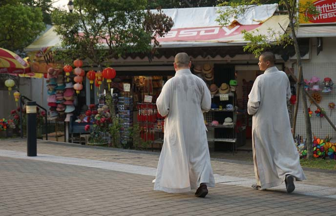 po lin monastery monks