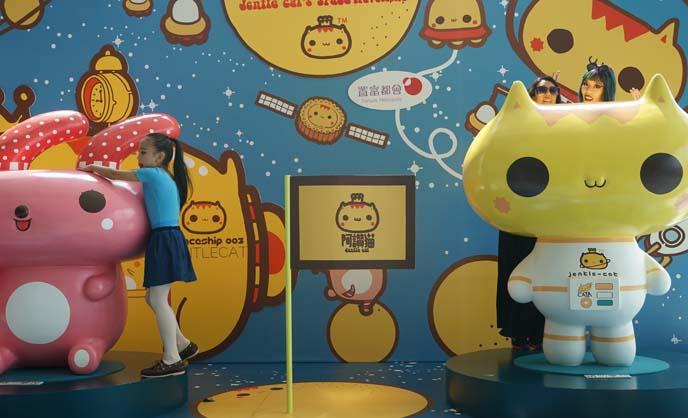 hong kong cute cats sculptures