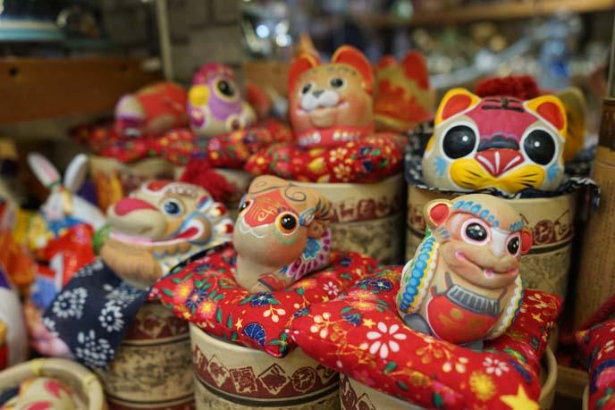 shanghai cat statues
