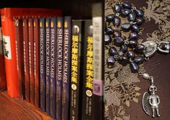 llazybonez jewelry, chinese sherlock holmes books