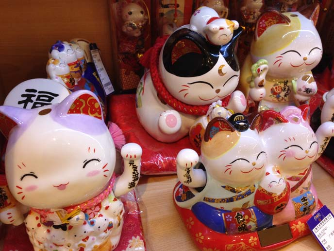 lucky waving cats china