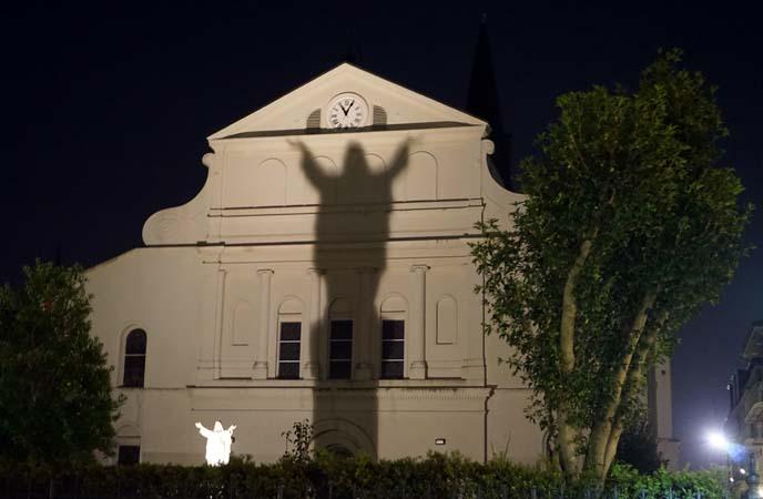 jesus statue shadow st louis church