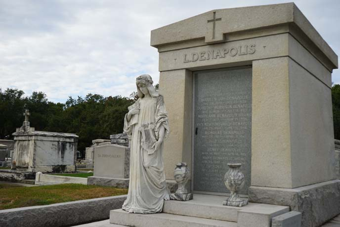 amazing weirdest cemeteries
