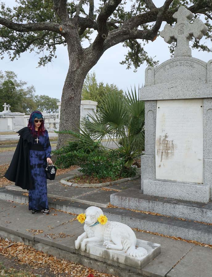 metairie cemetery dog statue