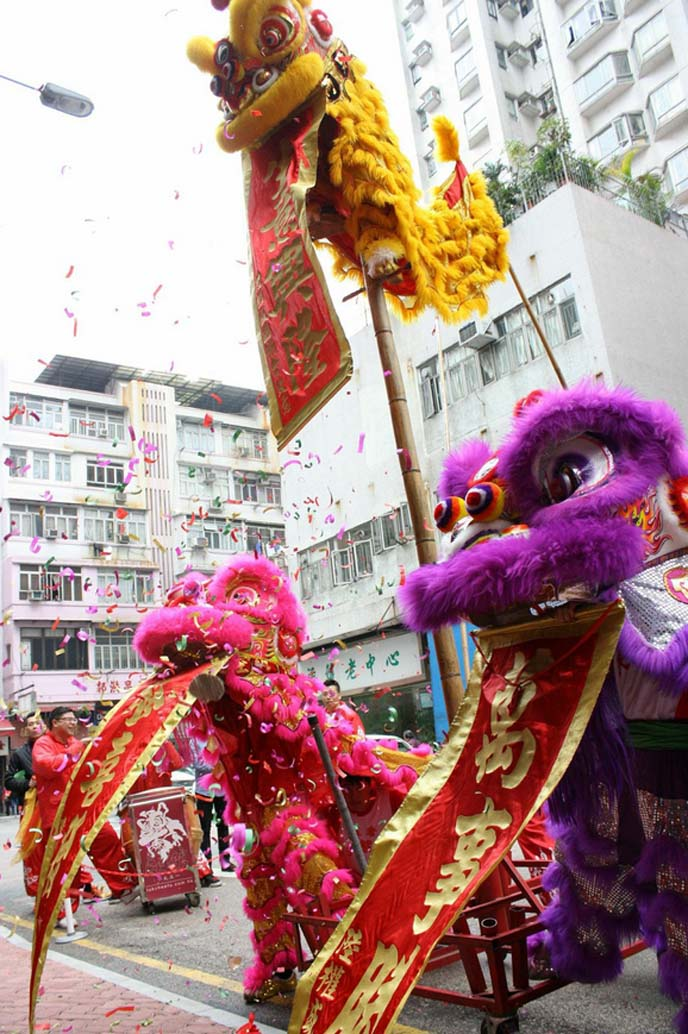 lion dance climb pole