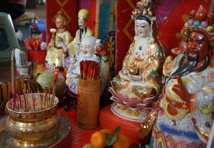 chinese gods statues