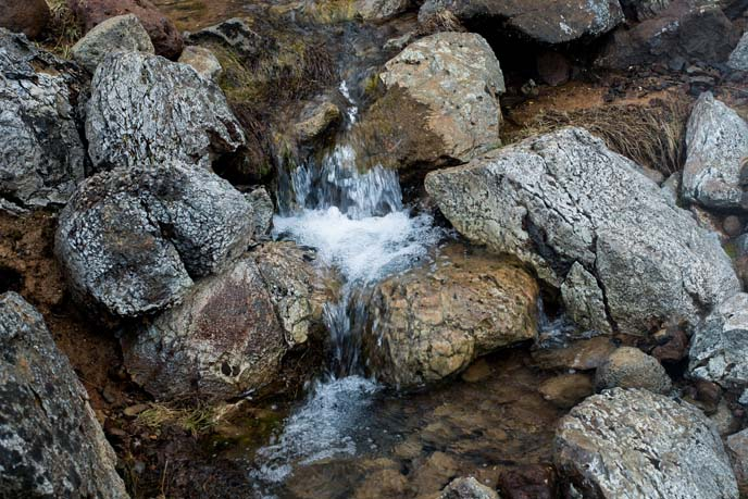 sulfur spring, rocks iceland