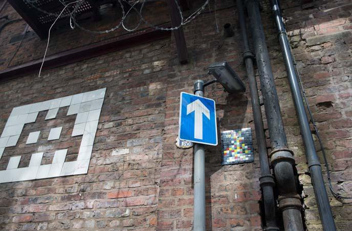 invader tiles, street artist uk