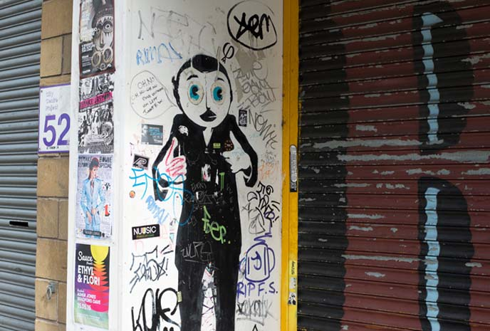 frank sidebottom street art stencil
