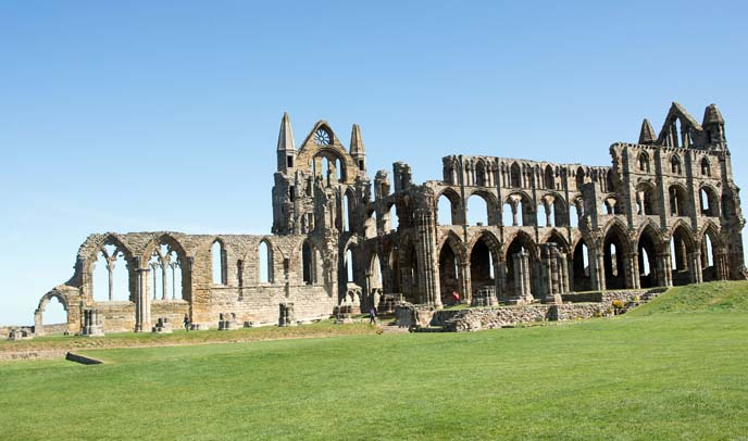 whitby goth church, dracula abbey
