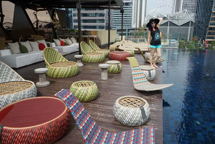 singapore famous infinity pool, bar