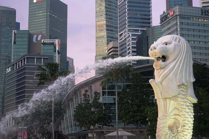 merlion park, fountain statue