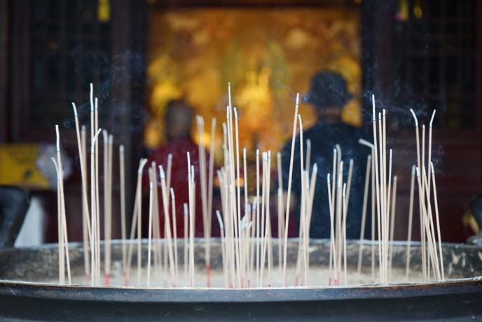 incense offering buddhist temple