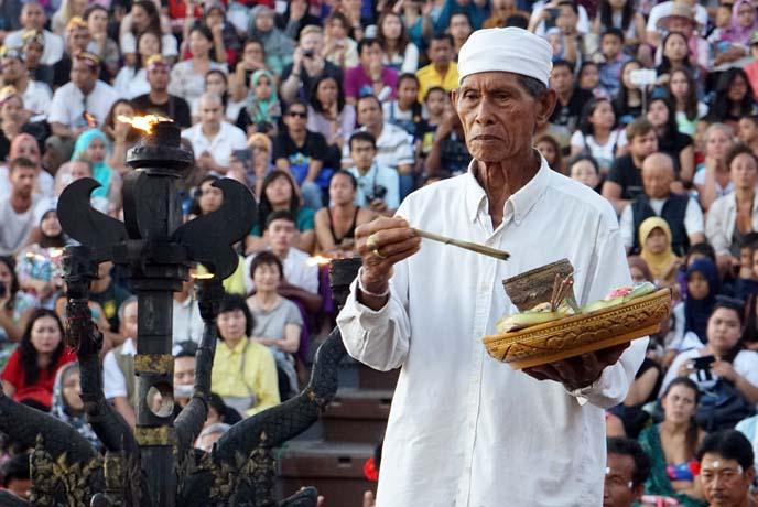 uluwatu fire dance ceremony