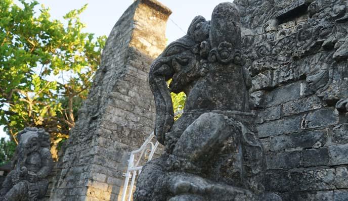 uluwatu elephant statue