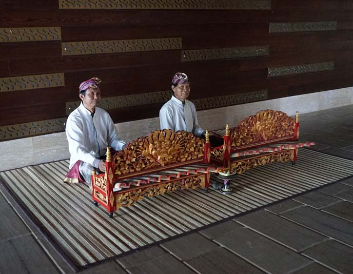 Saron Balinese xylophone, gamelan players