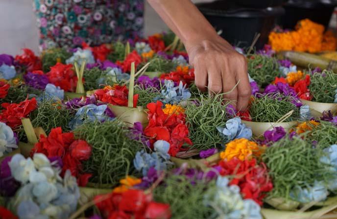 hindu flowers puja, banten