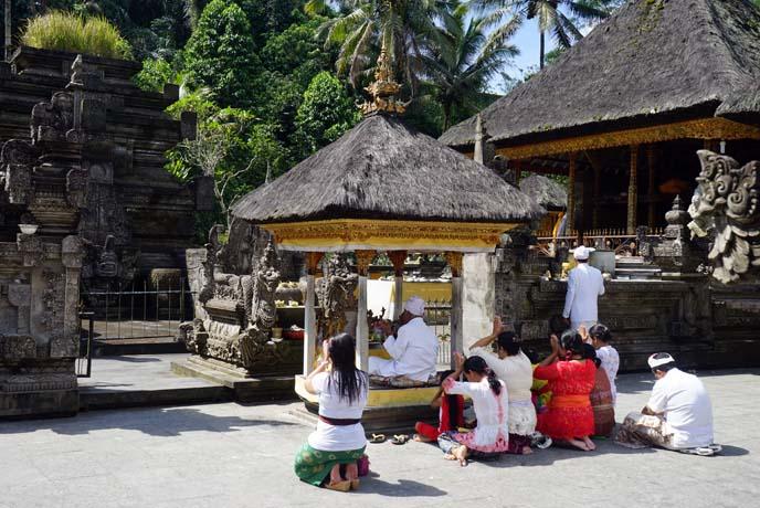 hindus praying, bali temple