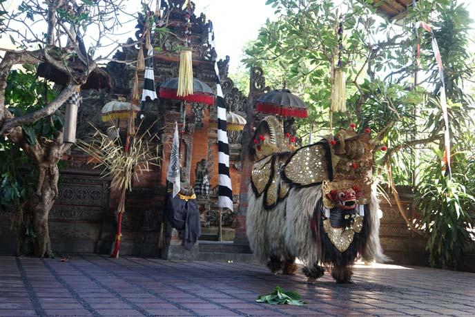 barong play, mythologyical dance lion