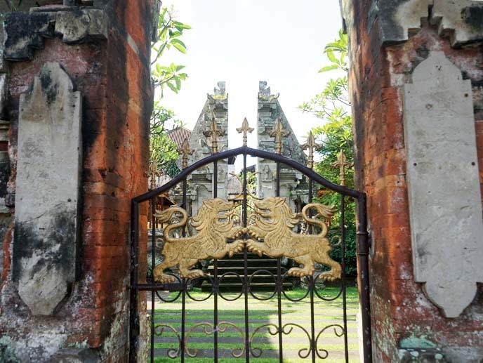 gold lion gate ubud