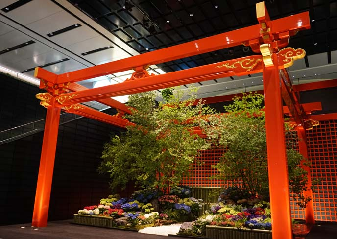 haneda airport red gate torii