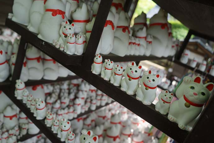 fortune cats shrine