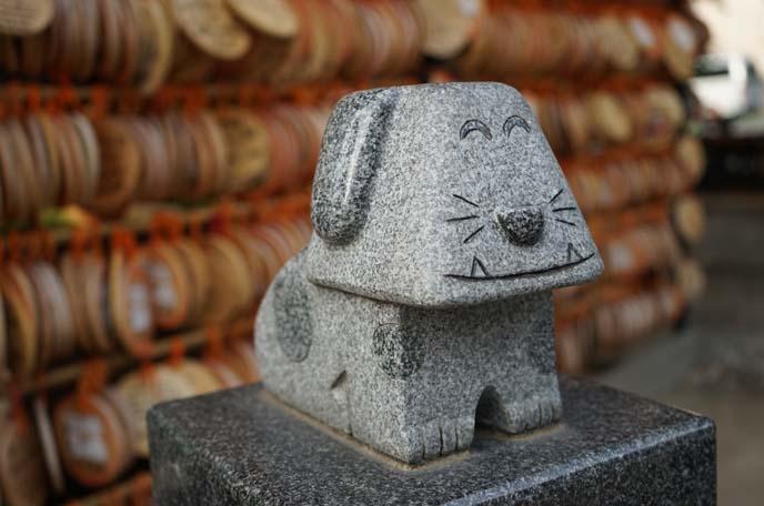 smiling dog statue tokyo