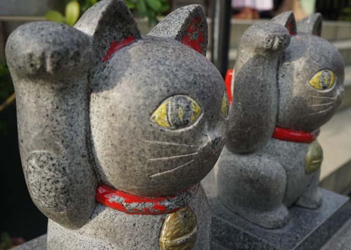 lucky cat statues asakusa