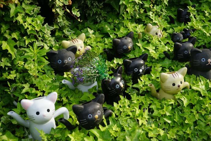 cat garden statues