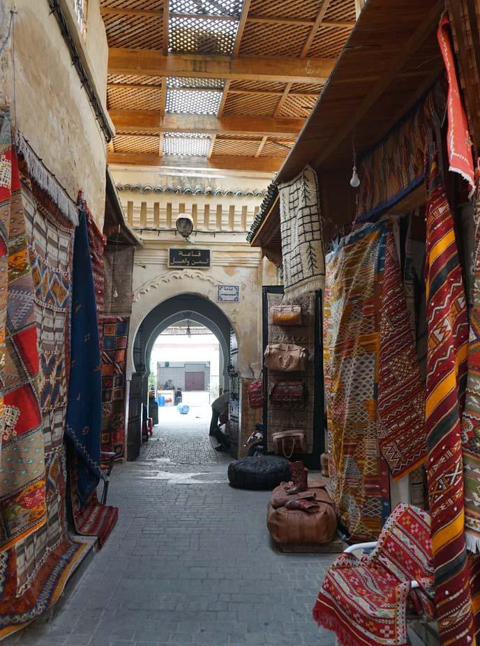 moroccan carpets, market vendors