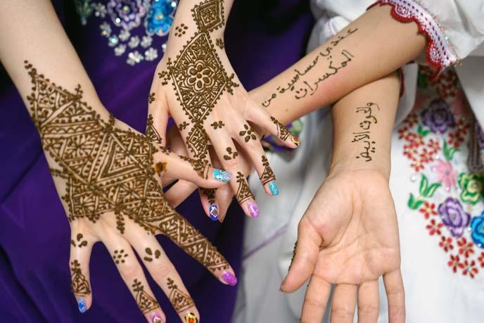Getting a Henna Tattoo in Fez