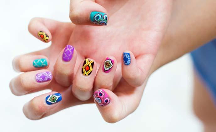 moroccan nail art, colorful nails
