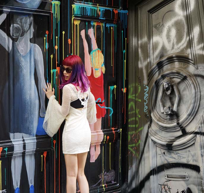 barcelona graffiti, hipster doors
