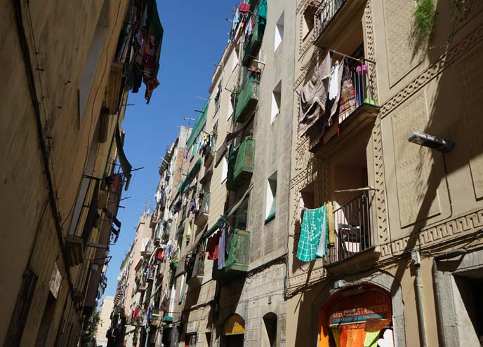 el raval clothes hanging, dangerous neighborhood
