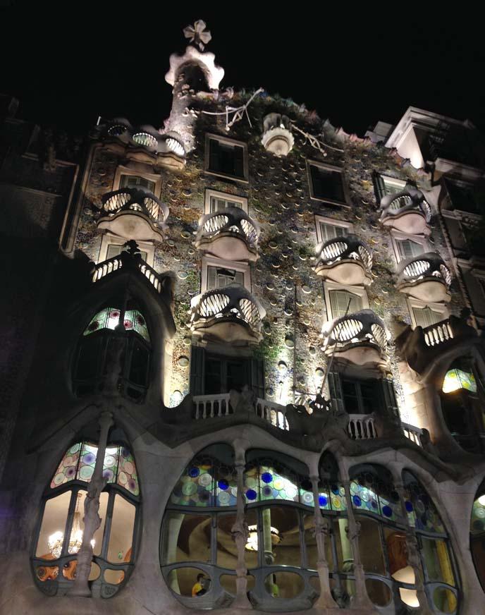 Casa Batlló, gaudi bones skulls house