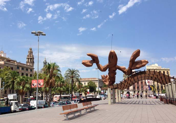 barcelona beach lobster sculpture