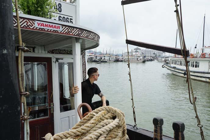 Hoa Binh cruise boat halong bay