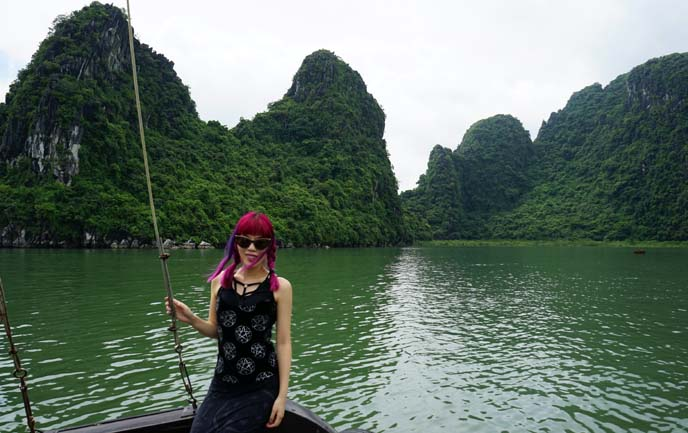 boat to halong bay caves