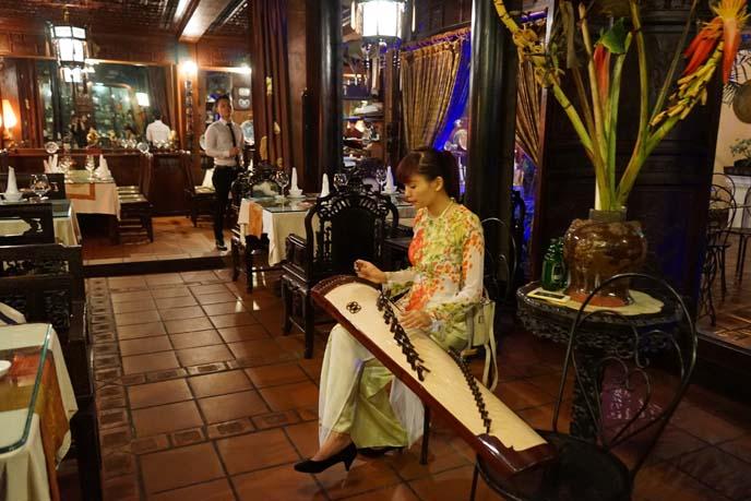 vietnam live music, string instrument dan tranh