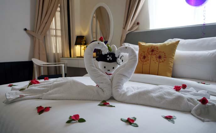 romantic hanoi vietnam hotel